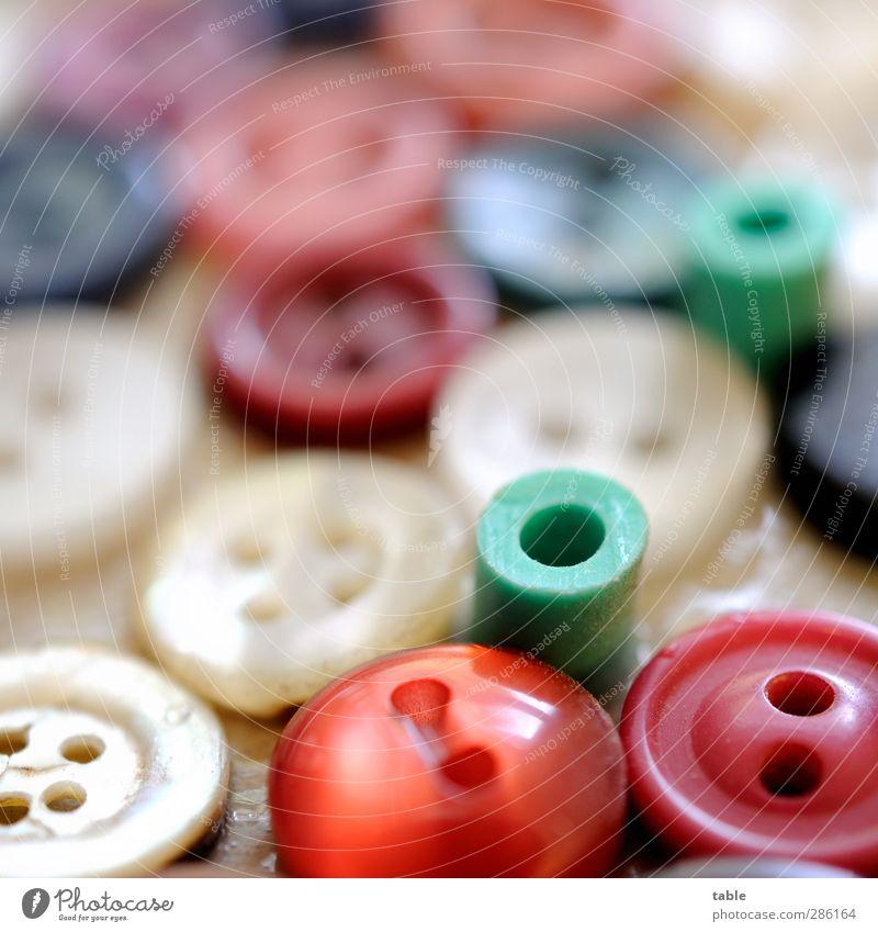 lauter Knöppe blau grün weiß rot schwarz Spielen grau klein Zusammensein liegen Freizeit & Hobby Ordnung Häusliches Leben viele rund Zeichen