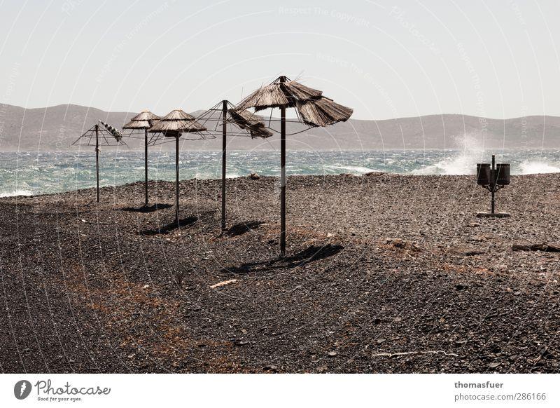 Nebensaison Ferien & Urlaub & Reisen Wasser Sommer Meer Strand Landschaft Ferne Küste Sand Horizont Wind Wellen Tourismus Insel Vergänglichkeit Sonnenbad