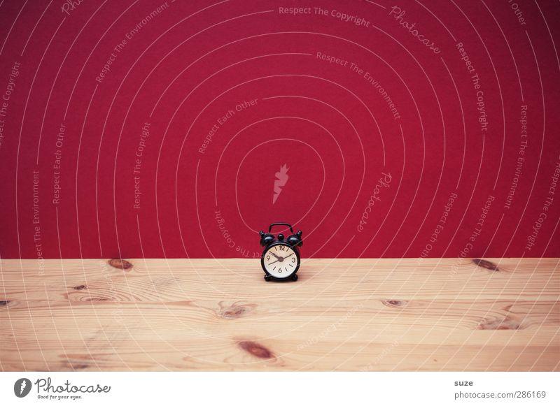 Viel Raum, wenig Zeit rot Holz lustig klein Stil Uhr Design niedlich planen Dinge einfach Zifferblatt Zeichen Kreativität Idee