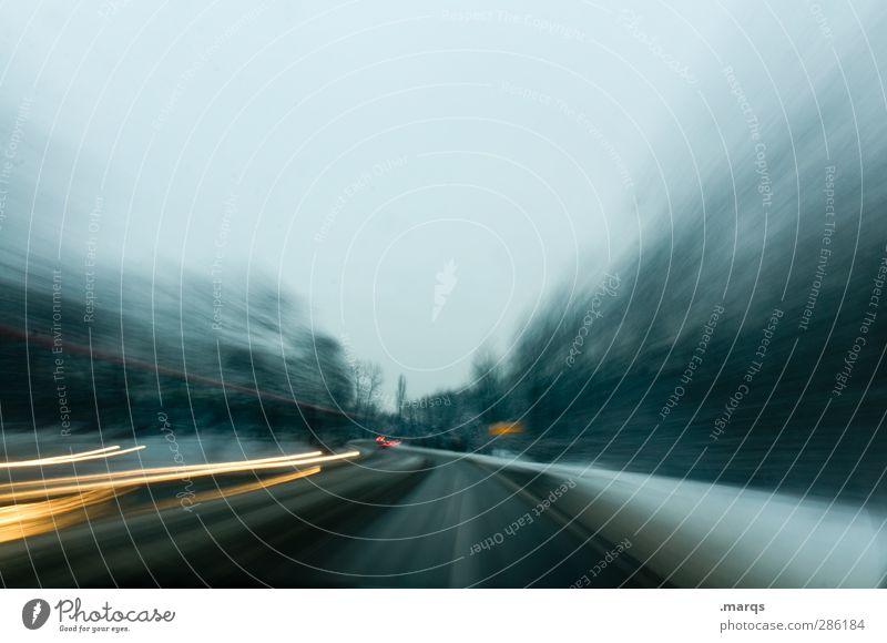 Fast and Furious Winter dunkel Straße kalt Schnee Wege & Pfade PKW Klima Verkehr Geschwindigkeit verrückt Ausflug Abenteuer Sicherheit fahren Ziel