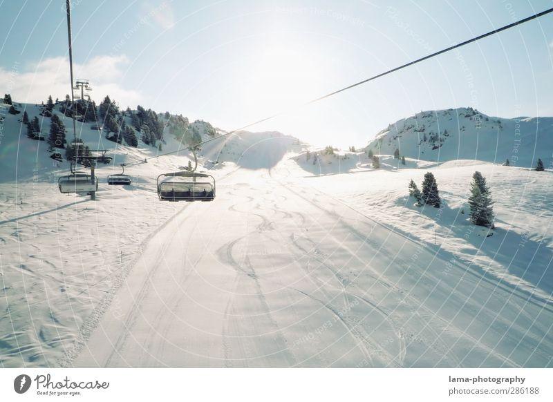 Es ist bald wieder so weit... Skifahren Skipiste Sonnenlicht Winter Schönes Wetter Schnee Berge u. Gebirge Schneebedeckte Gipfel Sport Tourismus Skilift