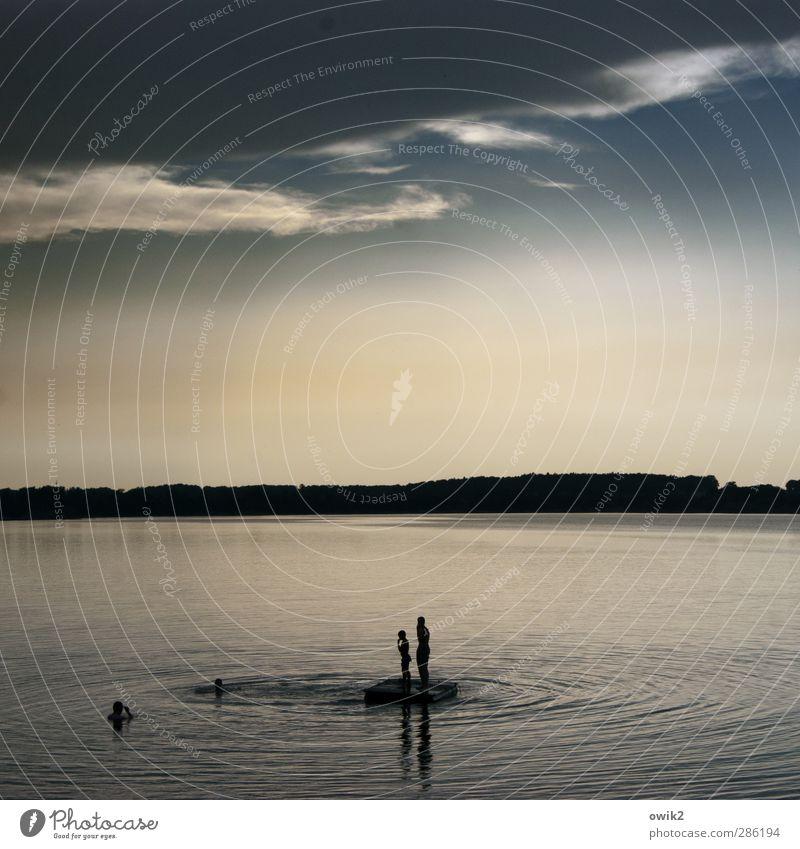 Badewetter Mensch Himmel Natur Wasser Freude Wolken Landschaft Ferne Umwelt Glück See Gesundheit Horizont Freundschaft Schwimmen & Baden Wellen