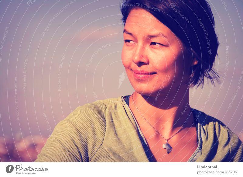 AugenBlicke Momentaufnahme retro beobachten Frau Porträt lachen Lächeln Freundlichkeit sympathisch Asien Asiate China Taiwan Vietnam schön grinsen