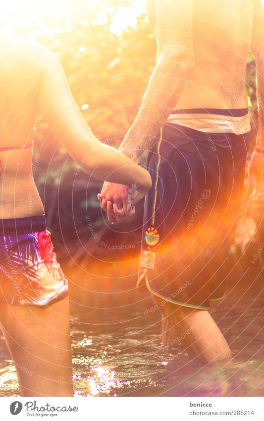 good summerday Paar Liebespaar Verliebtheit Sommer Frühling Natur See Bach Fluss Wasser Schwimmen & Baden Hand in Hand festhalten Zusammensein Zusammenhalt 2