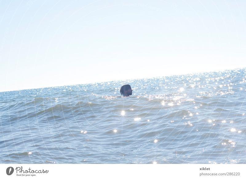 Mensch Jugendliche blau schön weiß Sonne Meer Freude Strand Einsamkeit Erwachsene Sport Junger Mann Küste Sand Kopf