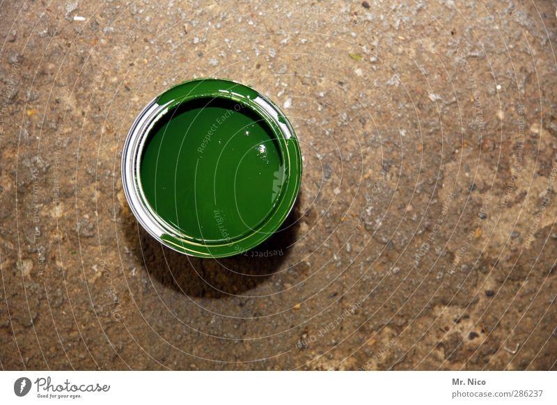 grüne farbe Handwerker Anstreicher Baustelle streichen Hoffnung Renovieren Farbtopf heimwerken Lack Bodenbelag Werkstatt Farbeimer Baumarkt rund