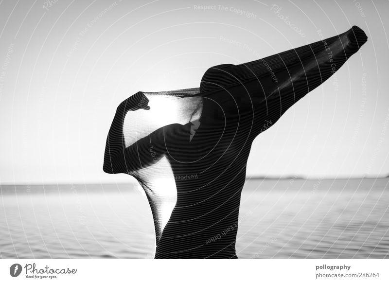 abstract bodies (20) Mensch Natur Mann Wasser Meer Erwachsene Leben Körper Wellen Kraft maskulin Stoff Ostsee Wolkenloser Himmel gefangen Muskulatur