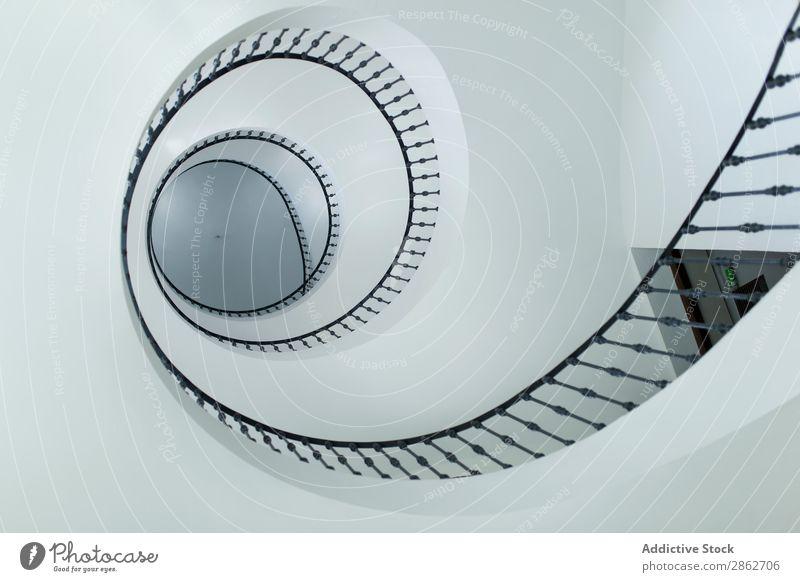 Moderne Wendeltreppen im Innenbereich Treppe Spirale modern Architektur Design Innenarchitektur Strukturen & Formen Kurve Gebäude abstrakt Schritt rund