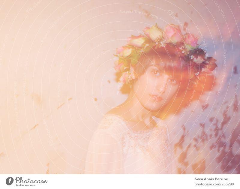 rosa trash II feminin Junge Frau Jugendliche Kopf Haare & Frisuren Gesicht 1 Mensch 18-30 Jahre Erwachsene Blüte Rose Rosenkranz Blumenkranz Mauer Wand Mode