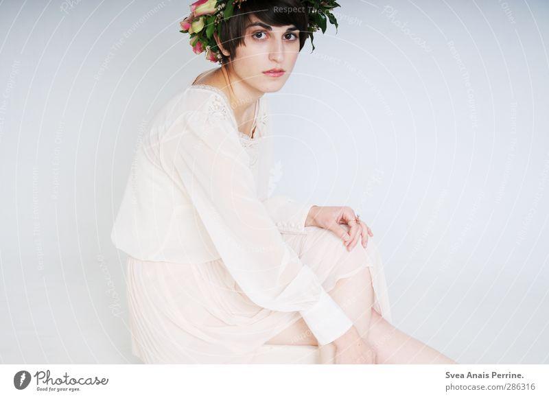 aus dem garten der natur. feminin Junge Frau Jugendliche 1 Mensch 18-30 Jahre Erwachsene Blume Blüte Rose Mode Rock Kleid Kopfbedeckung Kranz Rosenkranz