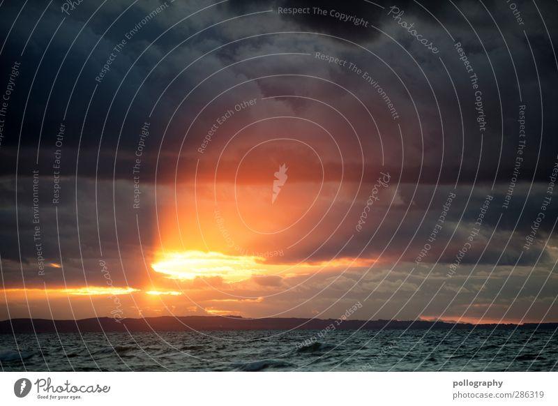 ein Lichtblick am Hozizont Umwelt Wasser Himmel Wolken Gewitterwolken Horizont Sonne Sonnenaufgang Sonnenuntergang Sonnenlicht Sommer Wetter Schönes Wetter