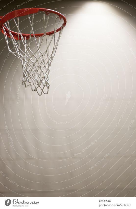 Das Runde muss ins Runde rot Spielen hoch Kreis Metallwaren rund Fitness Ball Netz Sport-Training Sportveranstaltung werfen Halle Basketball Treffer Lichtstrahl