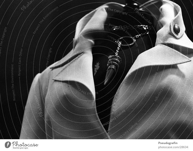 unbezahlbar Stil elegant Design ästhetisch kaufen Schmuck Reichtum Kette Puppe Accessoire Bluse Schaufenster Kragen
