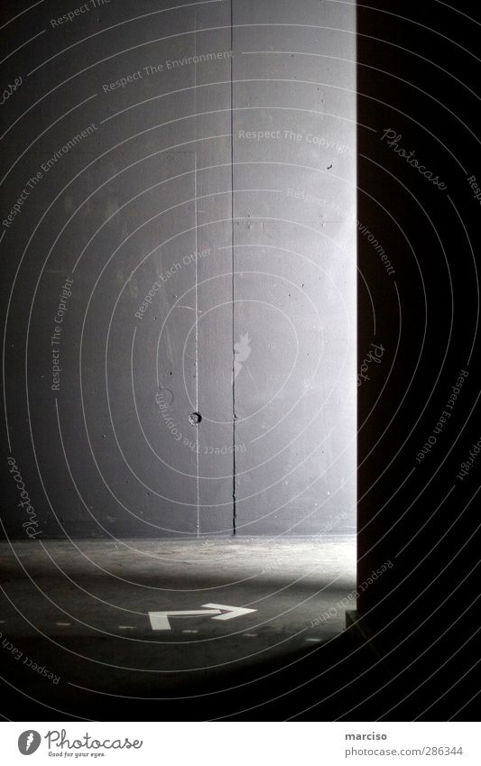 rechts Wege & Pfade Religion & Glaube Kunst Angst Schilder & Markierungen Beginn gefährlich Hinweisschild Hoffnung Zeichen Neugier Glaube Vertrauen Pfeil skurril Partnerschaft