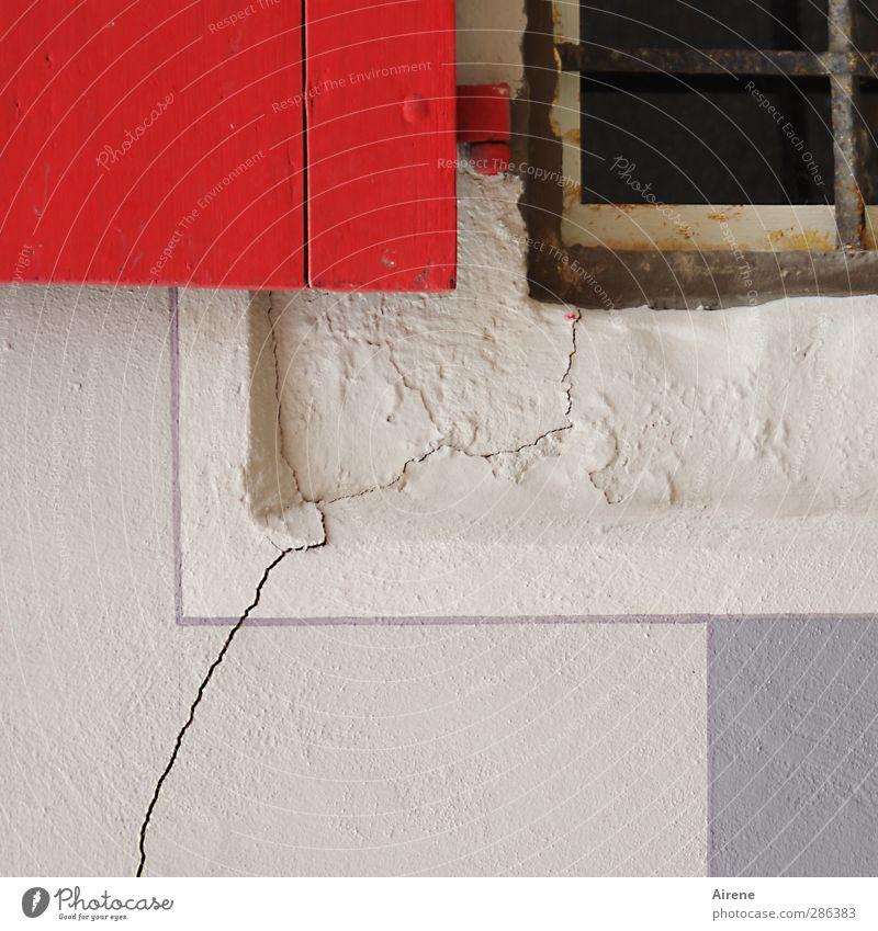 Qual... | itätsverlust weiß rot Haus Fenster Wand Holz Mauer Stein Linie Fassade Energiewirtschaft kaputt bedrohlich Riss Stadtzentrum Zerstörung