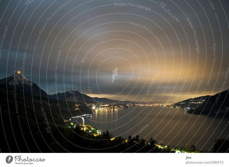 Thunersee II Berge u. Gebirge Landschaft Urelemente Luft Wasser Himmel Nachthimmel Horizont Seeufer Verkehrswege Bewegung dunkel Thuner See Berner Oberland
