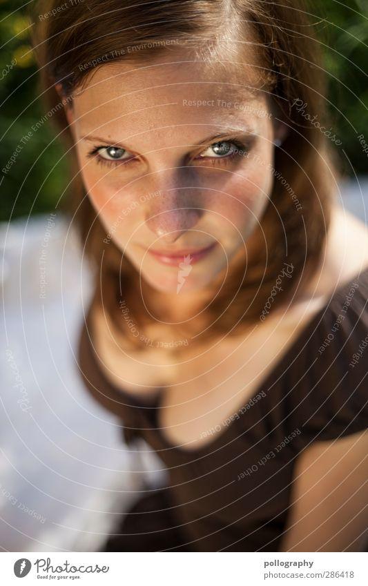 direct Mensch feminin Junge Frau Jugendliche Erwachsene Leben Kopf 1 18-30 Jahre Natur Pflanze Sommer Schönes Wetter Garten Park Wiese blond langhaarig Scheitel