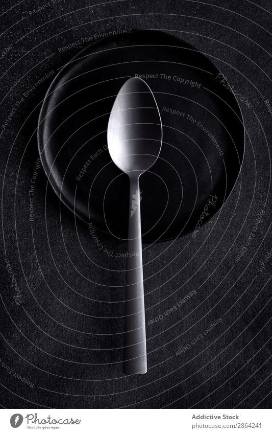 Von oben Bild der Komposition von Schwarzgeschirr und Besteck Speise Tisch Hintergrundbild flache Verlegung Vogelperspektive Metall Keramik Farbe Speisekarte
