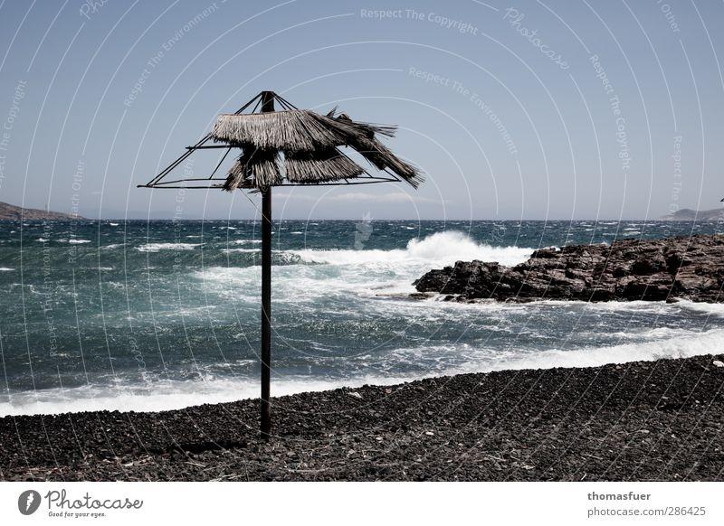 Euro-Rettungsschirm blau Ferien & Urlaub & Reisen Wasser Sommer Sonne Meer Strand Ferne Küste Sand Horizont Wetter Wind Wellen Kraft wild
