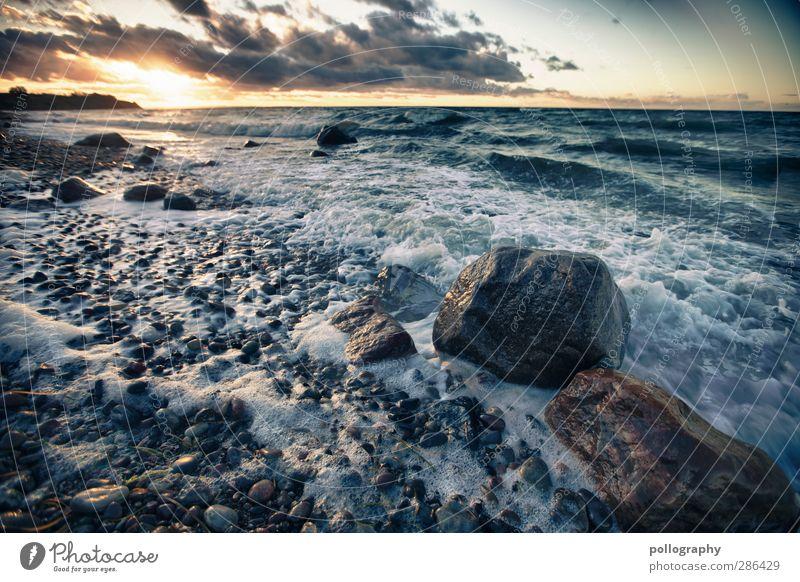 das Meer ist selten ruhig Umwelt Natur Landschaft Himmel Wolken Horizont Sonnenaufgang Sonnenuntergang Klima Schönes Wetter Wind Wellen Küste Ostsee Stein Kraft