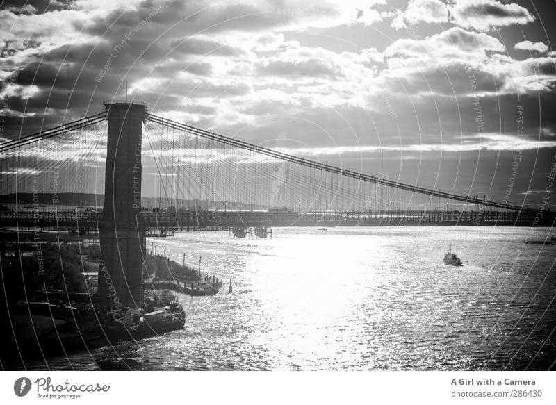 slow pace to Brooklyn New York City Stars and Stripes Hafenstadt Stadtrand Brücke Sehenswürdigkeit Wahrzeichen Brooklyn Bridge leuchten alt fest lang solide