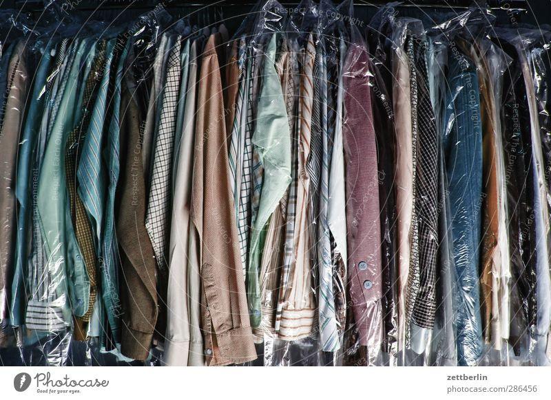 Lager Lifestyle kaufen elegant Stil Design schön Mode Bekleidung Arbeitsbekleidung Hemd Anzug Jacke Mantel Stoff hängen viele selbstbewußt gehorsam achtsam