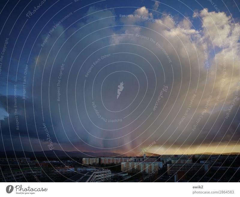 Hausputz Umwelt Natur Landschaft Himmel Wolken Gewitterwolken Horizont schlechtes Wetter Regen Bautzen Lausitz Deutschland Kleinstadt Stadtrand bevölkert