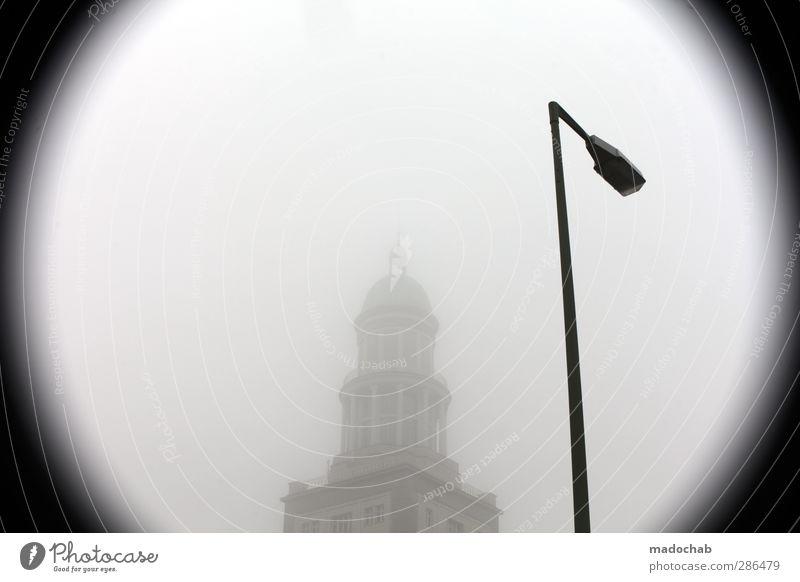 fog around the clock Stadt Einsamkeit Haus kalt Gebäude Nebel Perspektive Laterne Hauptstadt Stolz Vignettierung