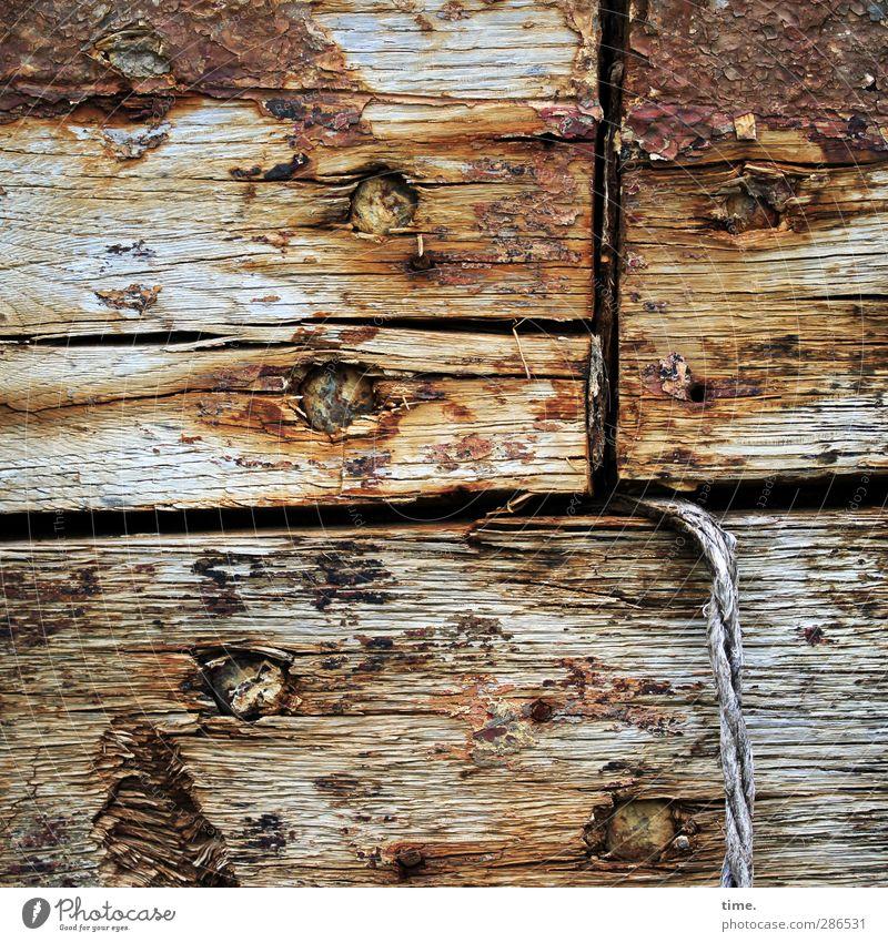 Zustandsbericht Schifffahrt Segelschiff Bordwand Schiffswrack Schiffsplanken Schnur Riss Nagel Fuge Rost Holz authentisch dreckig historisch kaputt rebellisch