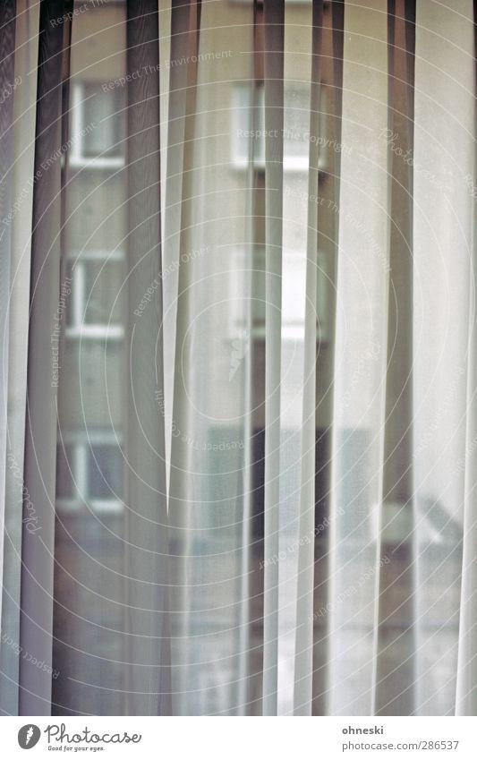 Trübe Aussichten Einsamkeit Haus Fenster dunkel grau Traurigkeit Innenarchitektur Wohnung Angst Häusliches Leben trist Trauer trashig Gardine Sorge Schlafzimmer