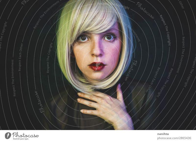 Künstlerisches Porträt einer sinnlichen Frau Stil schön Haare & Frisuren Gesicht Schminke Sinnesorgane Nachtleben Flirten Mensch Erwachsene Kunst blond Perücke