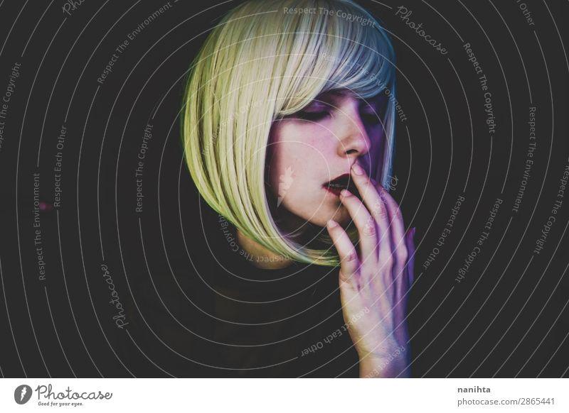 Künstlerisches Porträt einer sinnlichen Frau Stil Haare & Frisuren Gesicht Schminke Sinnesorgane Nachtleben Flirten Mensch feminin Erwachsene Kunst blond