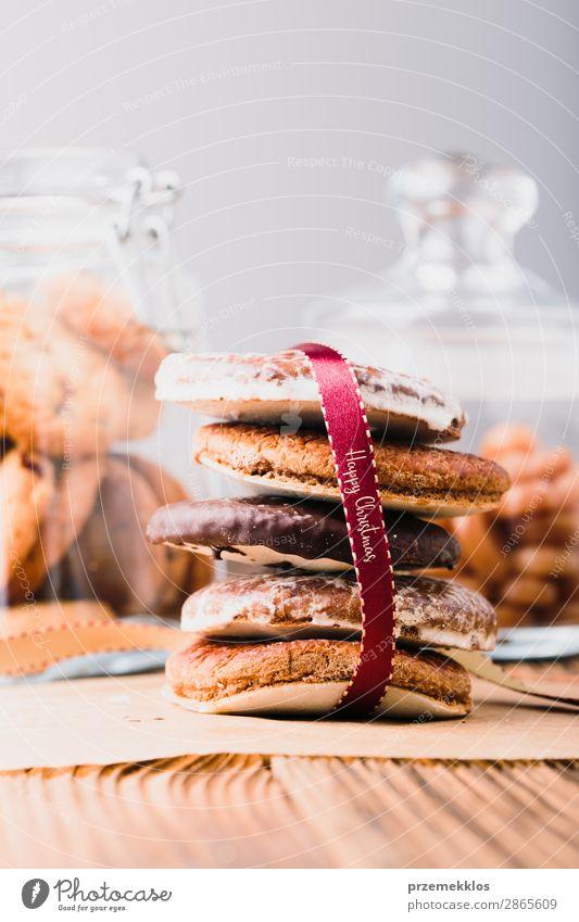 Lebkuchenkekse im Glas auf Holztisch Dessert Ernährung Essen Diät Lifestyle Tisch genießen lecker braun backen Bäckerei Biskuit Schokolade Keks Lebensmittel