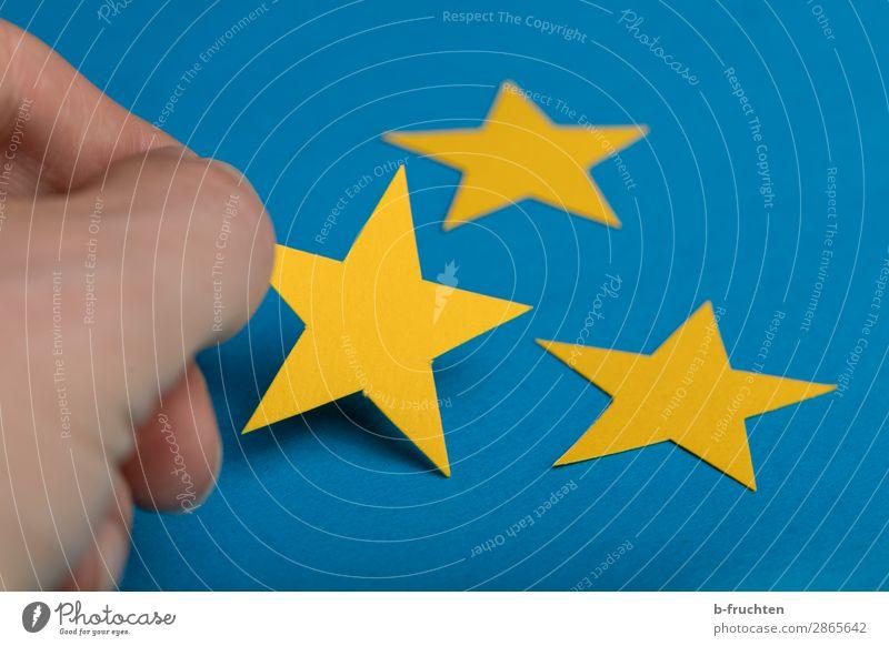 Drei Sterne Basteln Wirtschaft Werbebranche Business Karriere Erfolg Finger Zeichen wählen gebrauchen berühren festhalten liegen seriös blau gelb Stern (Symbol)