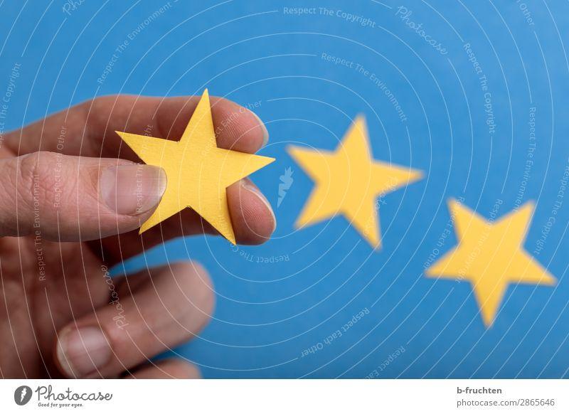 Drei Sterne Wirtschaft Werbebranche Gastronomie Business Finger Papier Zeichen wählen berühren festhalten Erfolg blau gelb Werbung Wert Stern (Symbol)