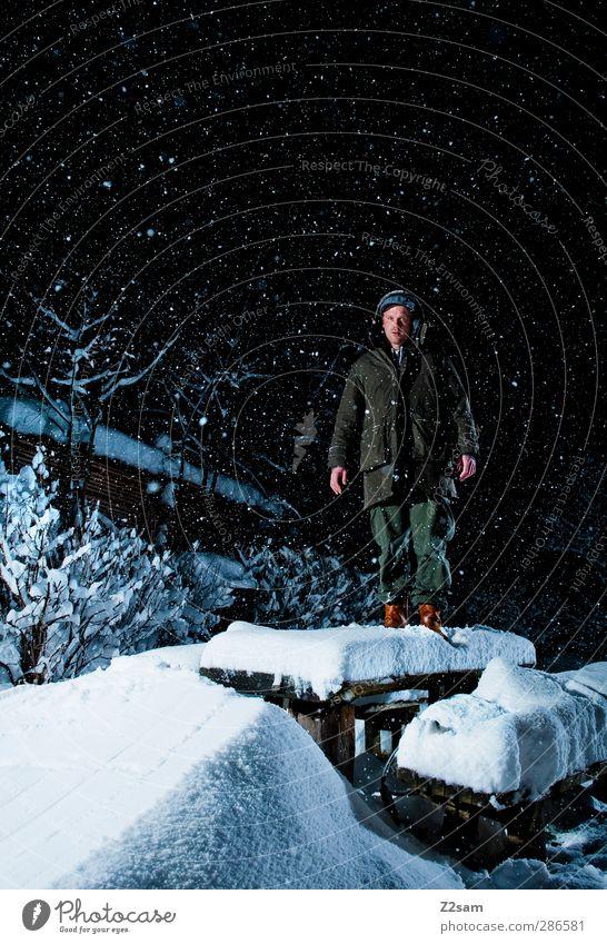 bald geht´s wieder los! Natur Jugendliche Einsamkeit ruhig Winter Landschaft Erwachsene dunkel Schnee Junger Mann 18-30 Jahre träumen Schneefall maskulin wandern stehen