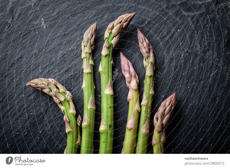 frischer grüner Spargel Lebensmittel Gemüse Spargelzeit Spargelbund Ernährung Essen Bioprodukte Vegetarische Ernährung Diät Fasten Gesunde Ernährung Gesundheit