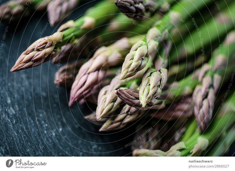 frischer grüner Spargel Lebensmittel Gemüse Spargelbund Ernährung Bioprodukte Vegetarische Ernährung Diät Lifestyle Stil Gesunde Ernährung Stein authentisch