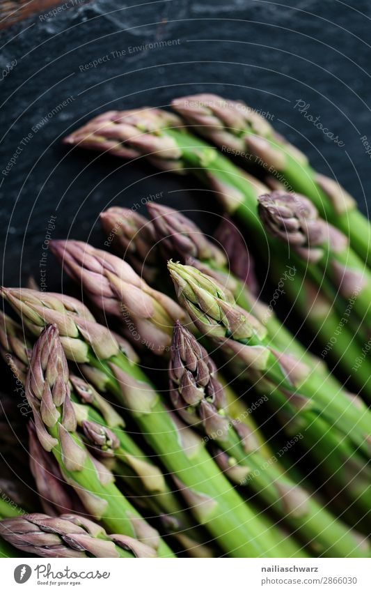 Grüne Spargel Gesunde Ernährung Farbe schön grün schwarz Gesundheit Lebensmittel natürlich frisch genießen lecker Gemüse rein Bioprodukte