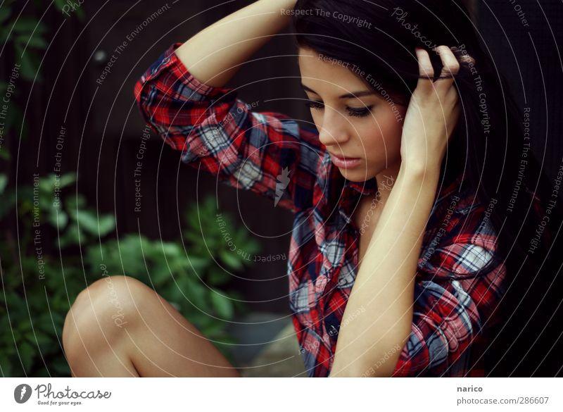 feel your heartbeat Mensch Jugendliche schön Einsamkeit ruhig Erholung Erwachsene Junge Frau feminin Erotik Kopf Denken 18-30 Jahre träumen Stimmung Körper