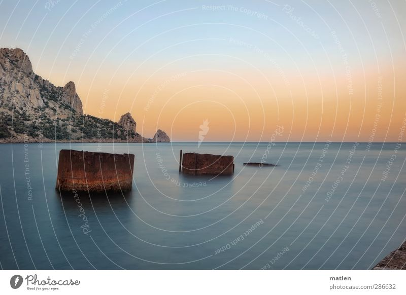 Trilogie Landschaft Himmel Horizont Sonne Sonnenaufgang Sonnenuntergang Sommer Wetter Schönes Wetter Felsen Berge u. Gebirge Küste Meer blau braun gold Rost
