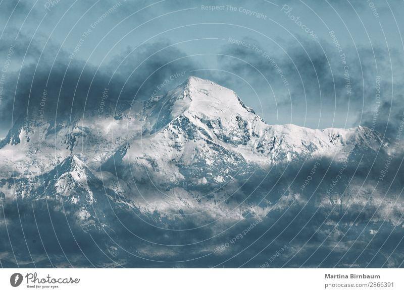 Dramatic clouds over the mountains in Alaska Ferien & Urlaub & Reisen Winter Schnee Winterurlaub Berge u. Gebirge Natur Wolken Park Schneebedeckte Gipfel