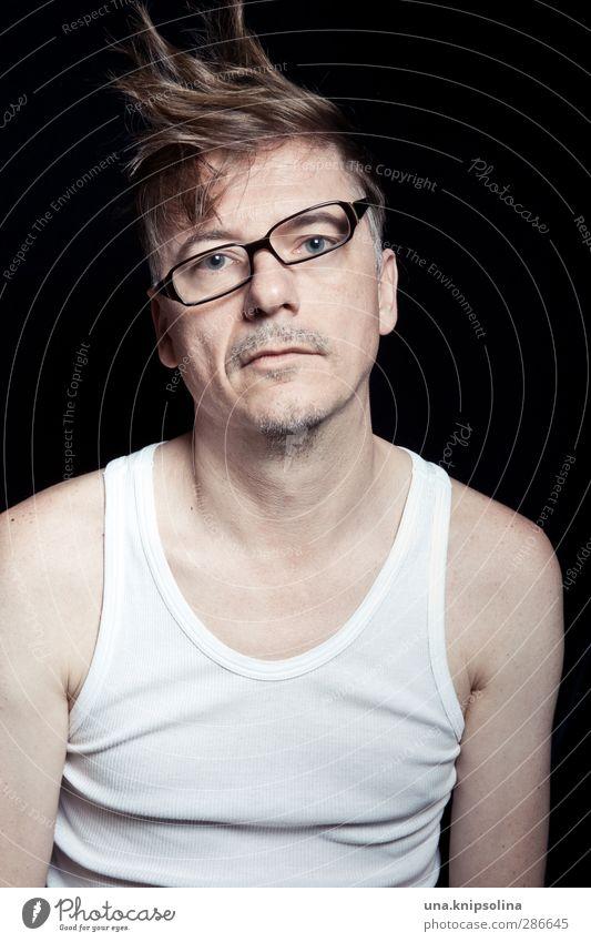 vierauge Stil Haare & Frisuren Gesicht maskulin Mann Erwachsene 1 Mensch 30-45 Jahre Unterhemd Brille blond Dreitagebart einzigartig kaputt trashig verrückt