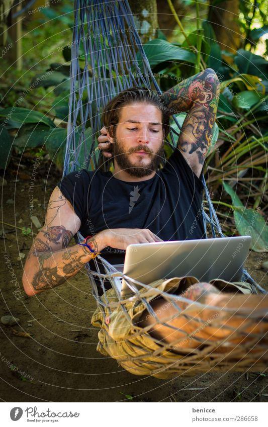 abhängen Mensch Natur Mann Jugendliche Sommer ruhig Erholung Junger Mann Frühling Garten Fuß Arbeit & Erwerbstätigkeit liegen Computer hoch Internet