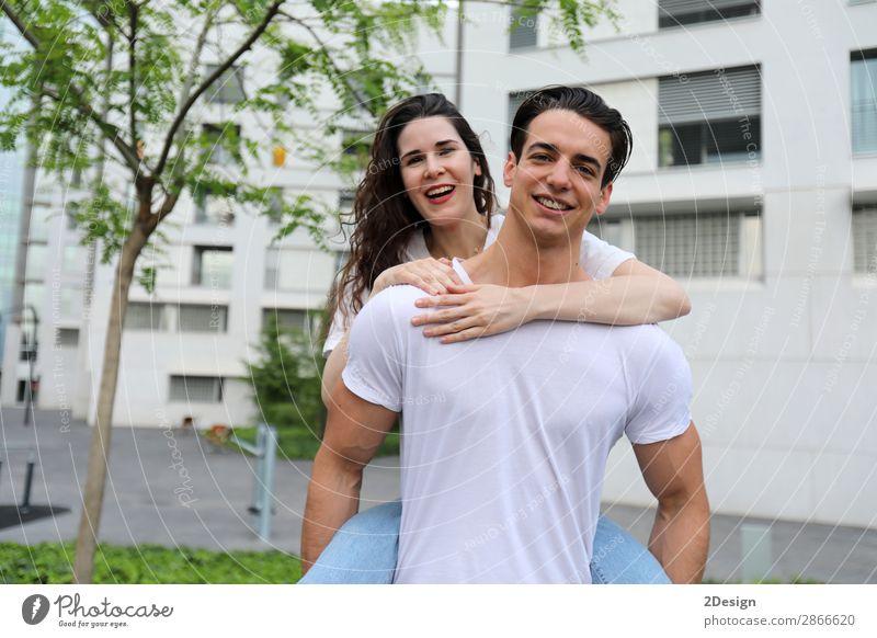 Frau Mensch Jugendliche Mann Junge Frau Sommer schön Junger Mann Freude 18-30 Jahre Straße Erwachsene Liebe feminin lachen Glück