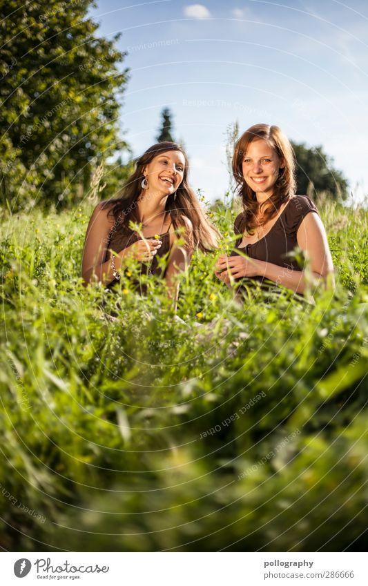 BF (1) Mensch feminin Junge Frau Jugendliche Erwachsene Leben Körper 2 18-30 Jahre Natur Landschaft Pflanze Himmel Wolken Sommer Schönes Wetter Gras Sträucher