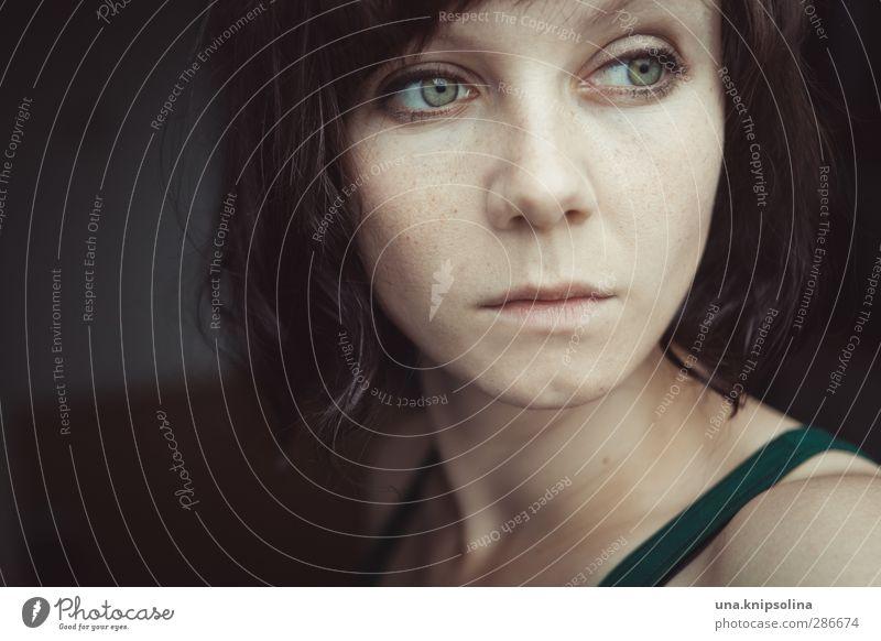 grün wie die hoffnung Mensch Frau Jugendliche grün schön Einsamkeit ruhig Erwachsene Gesicht Junge Frau Gefühle Traurigkeit Denken 18-30 Jahre träumen Stimmung