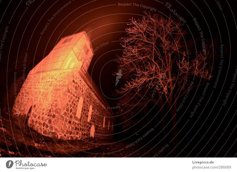 die Kirche im Dorf lassen Landschaft Pflanze Baum Haus Bauwerk Gebäude Architektur Sehenswürdigkeit Stein leuchten dunkel gelb orange rosa rot Religion & Glaube