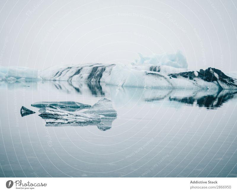Eis auf dem Wasser zwischen Schnee Oberfläche Island Winter kalt malerisch Natur weiß Landschaft gefroren Aussicht Jahreszeiten Frost Norden Wetter