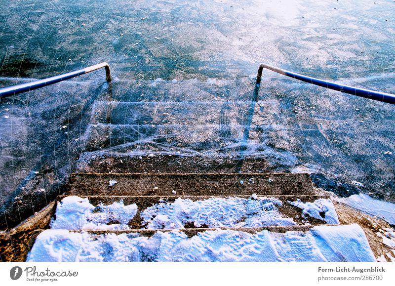 Treppen ins Eis Natur Wasser ruhig Winter Landschaft kalt Sport Schnee See Schwimmen & Baden Eis glänzend Klima Treppe Schönes Wetter Frost